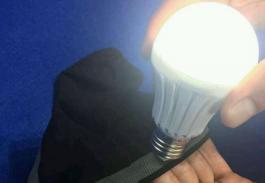 石墨烯量子聚能袜子点亮灯泡发光骗局_代加工也要小心!